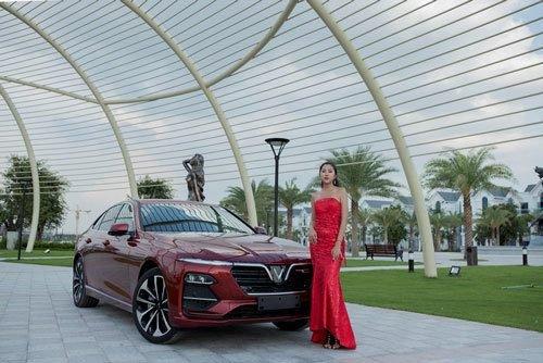 Người đẹp khoe vẻ thướt tha bên xe VinFast Lux A 2.0  - Ảnh 5.