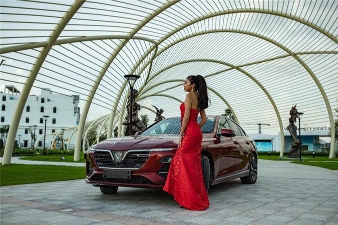 Người đẹp khoe vẻ thướt tha bên xe VinFast Lux A 2.0  - Ảnh 7.