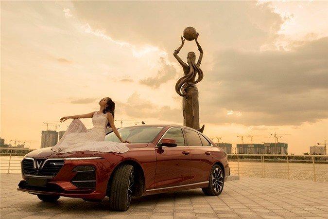 Người đẹp khoe vẻ thướt tha bên xe VinFast Lux A 2.0  - Ảnh 4.