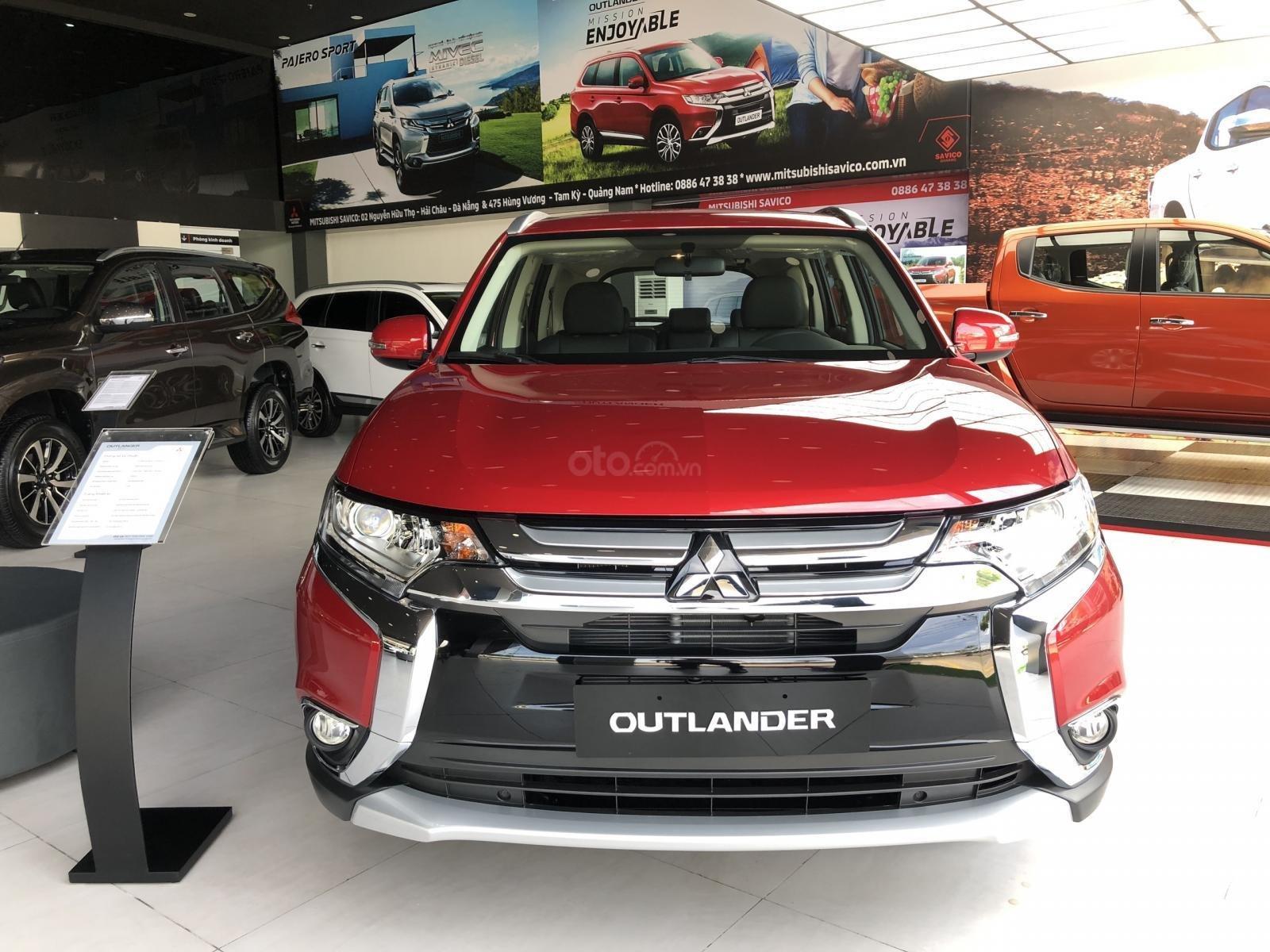 Giảm giá niêm yết gần 52 triệu đồng, Mitsubishi Outlander tham vọng đấu Honda CR-V a16