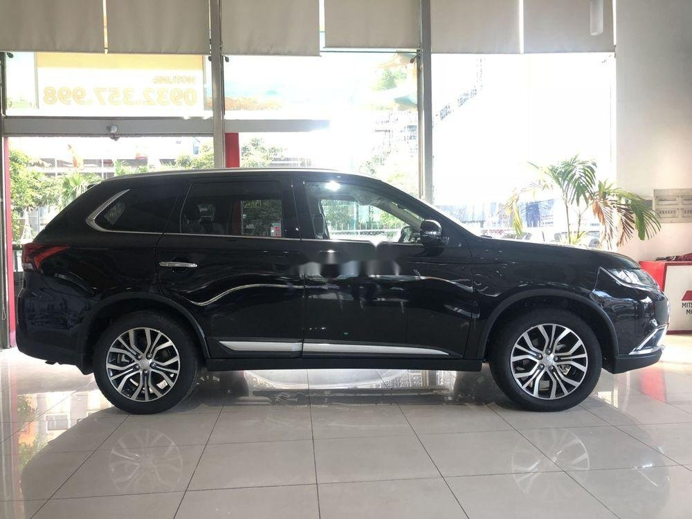 Bán ô tô Mitsubishi Outlander sản xuất 2018, màu đen (1)