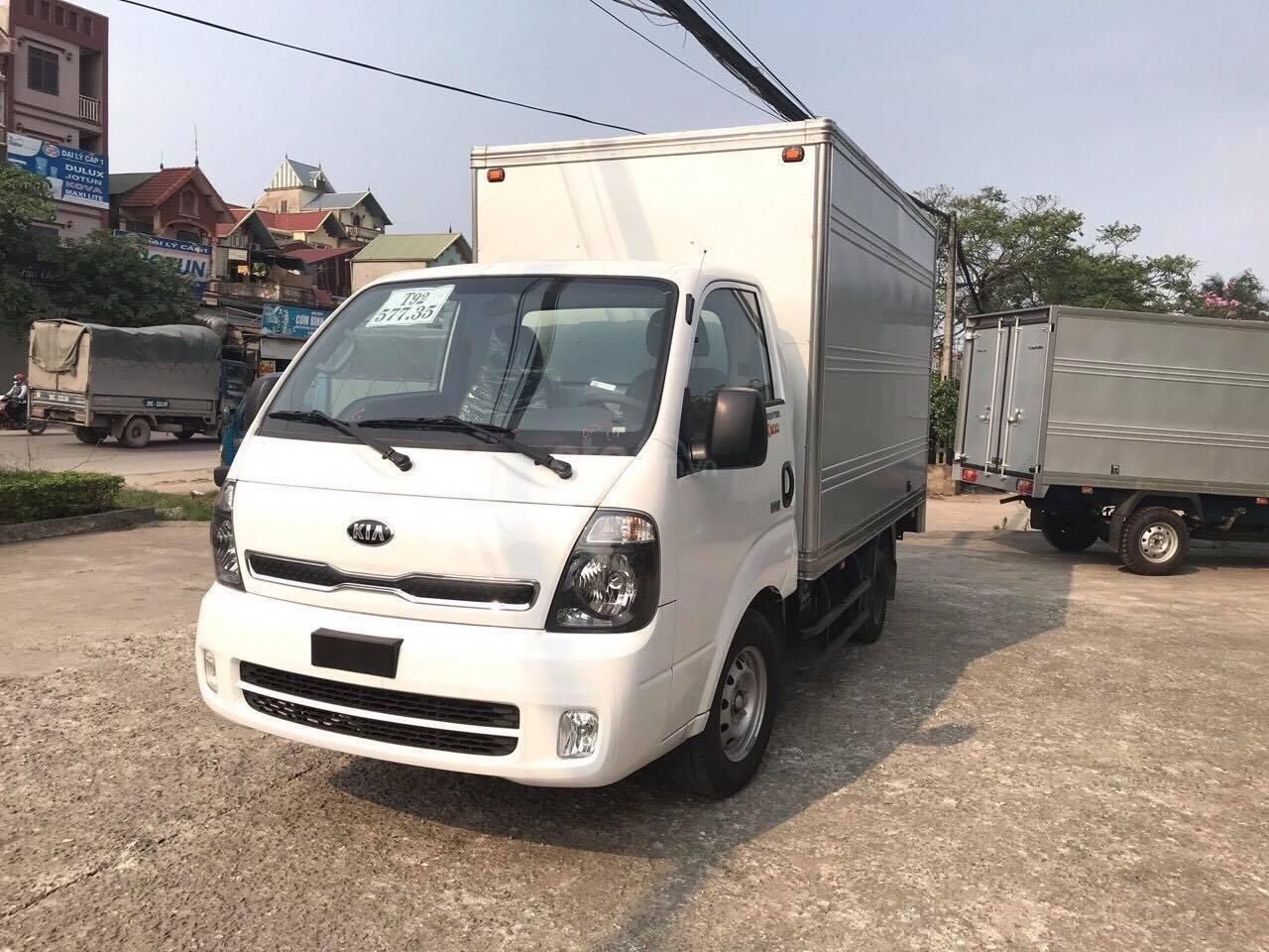 Cần bán Kia K200, màu trắng (2)