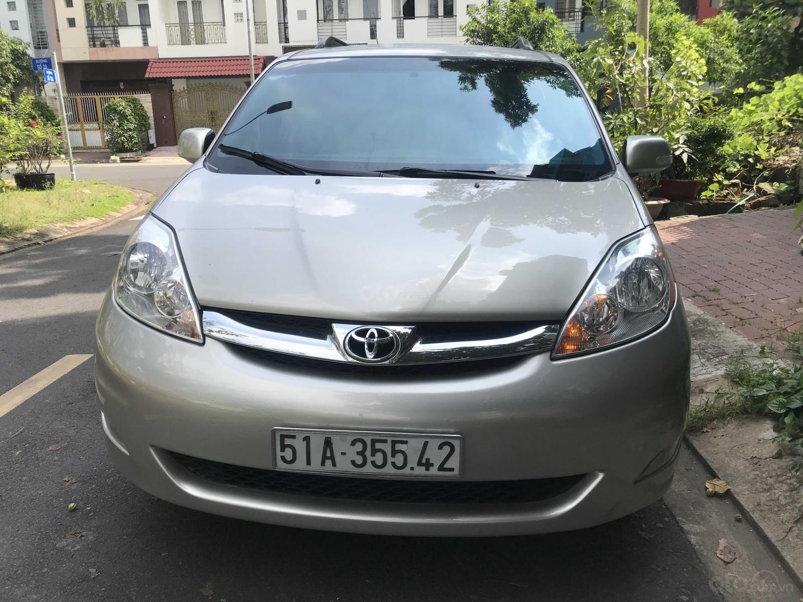Cần bán Toyota Sienna năm 2007, màu xám (ghi) mới 95%, giá chỉ 570 triệu đồng (1)