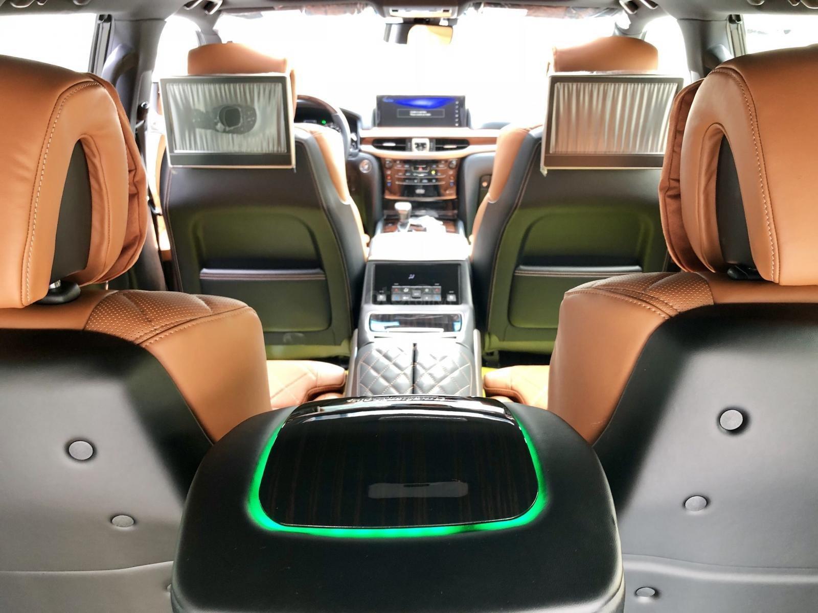 Cần bán Lexus LX 570 MBS Super Sport SX 2019, màu vàng, xe nhập Dubai. Call em Lộc: 093.798.2266 (17)