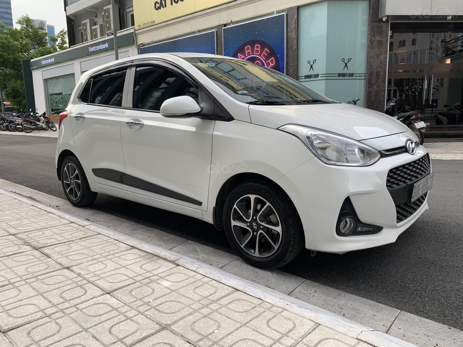 Cần bán xe Hyundai Grand i10 1.2AT Hatchback sản xuất 2017, màu trắng, nhập khẩu nguyên chiếc, 390tr (2)