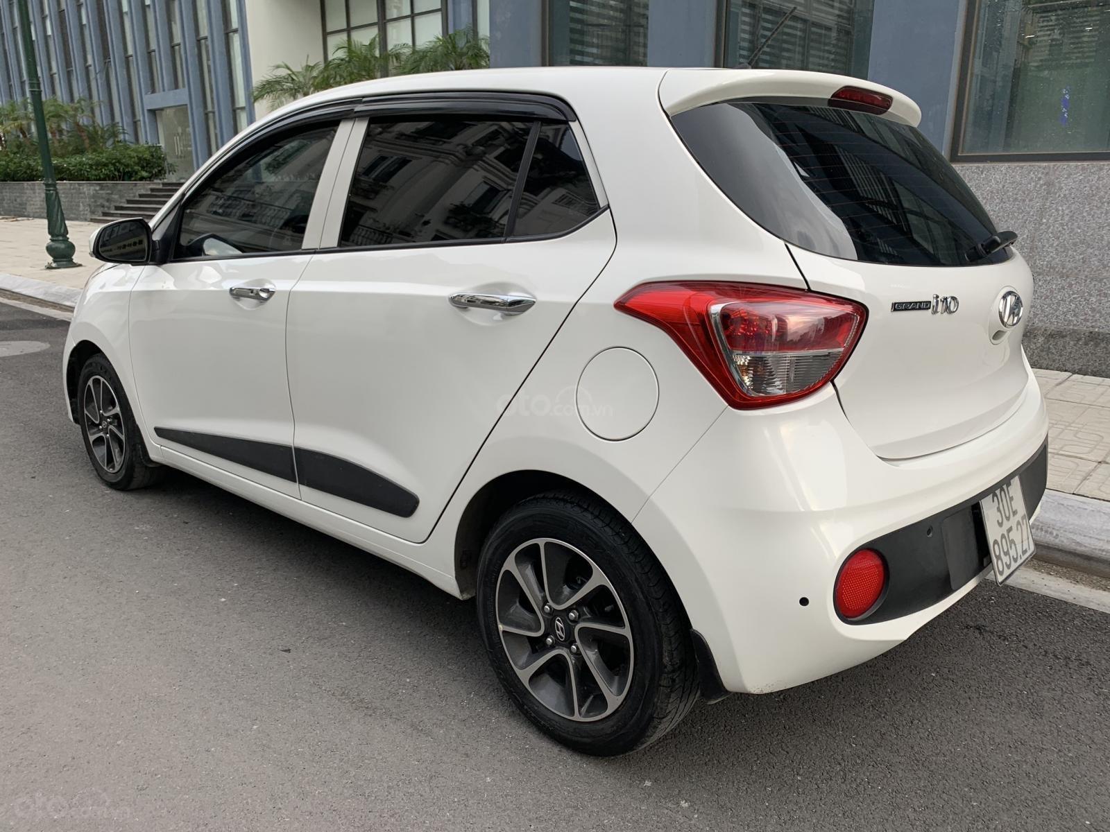 Cần bán xe Hyundai Grand i10 1.2AT Hatchback sản xuất 2017, màu trắng, nhập khẩu nguyên chiếc, 390tr (4)