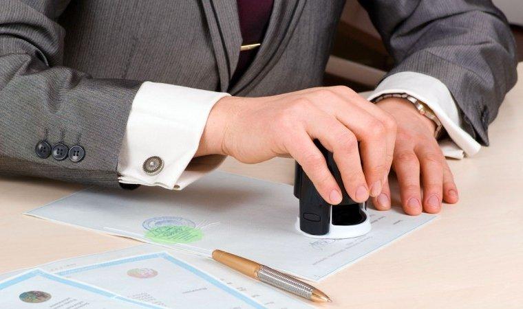 Hợp đồng mua bán xe và bàn giao xe phải được thực hiện theo đúng quy định.