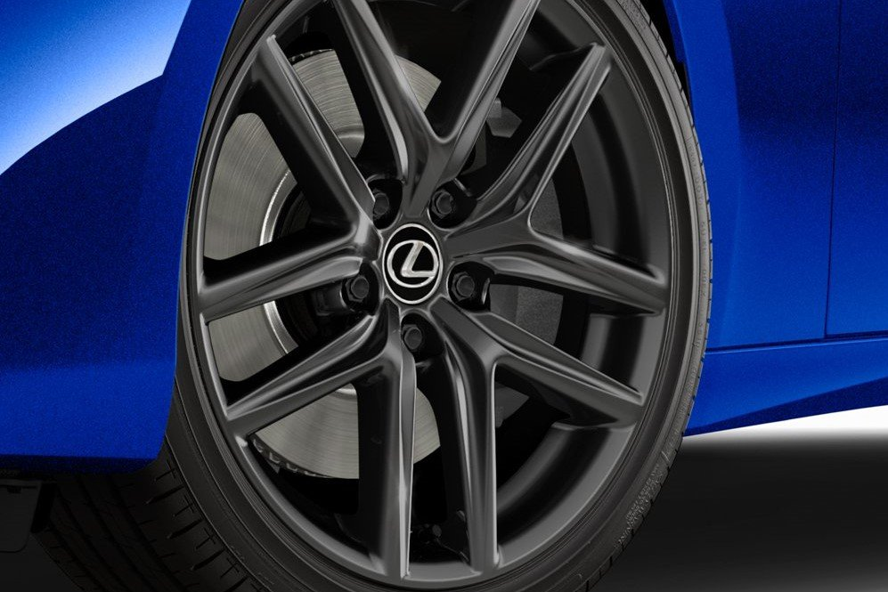 Lexus IS F Sport 2020 Blackline Special Edition sở hữu bộ mâm F Sport 18 inch.