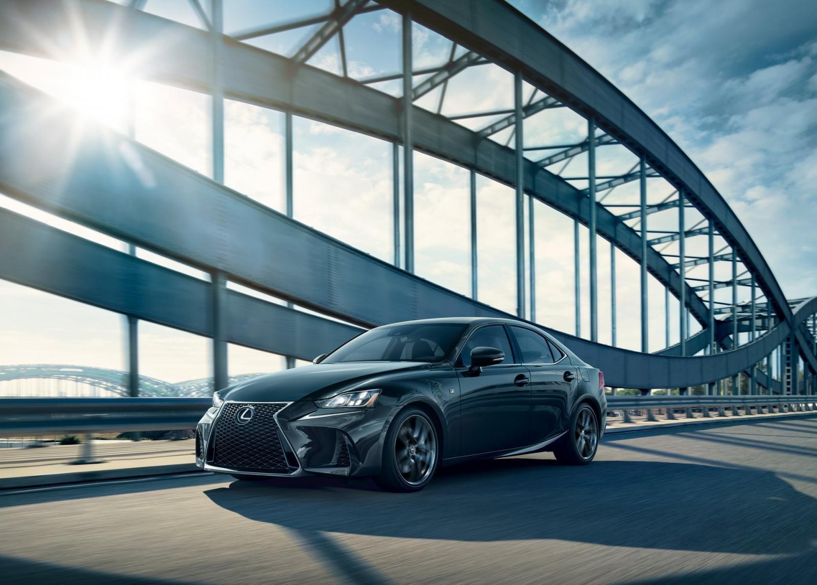 Lexus IS F Sport 2020 Blackline Special Edition có sẵn hệ dẫn động cầu sau (RWD) và hệ dẫn động tất cả các bánh (AWD).