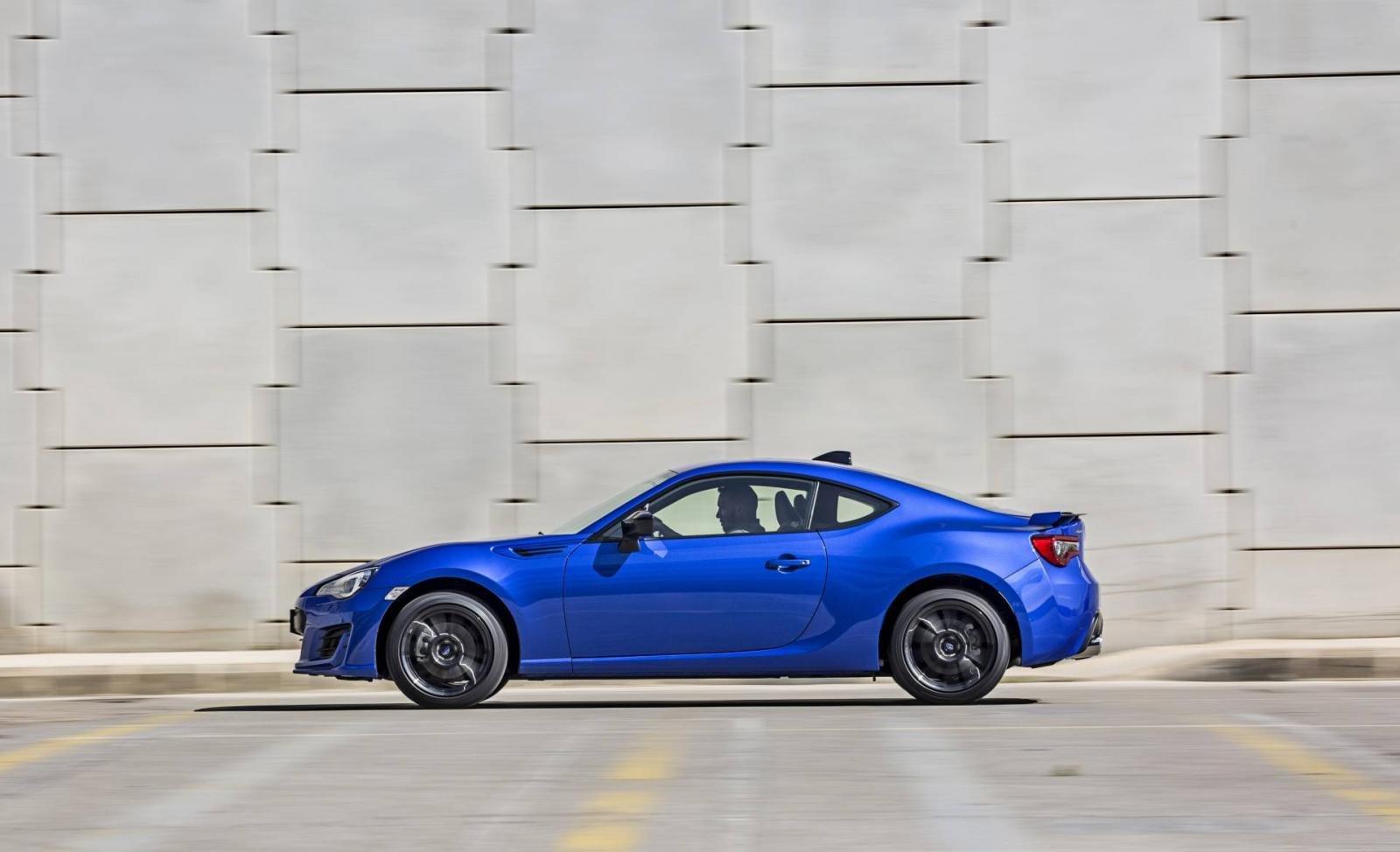 Subaru BRZ Special Edition sở hữu gương và bộ mâm hợp kim đen bóng.