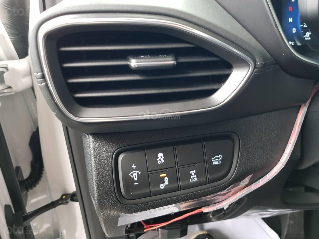 Mẫu Santa Fe 2019 mới nhất - Hyundai Hà Đông. Chỉ với 200tr là lấy xe hỗ trợ trả góp 90%, liên hệ: 0901078111 (9)