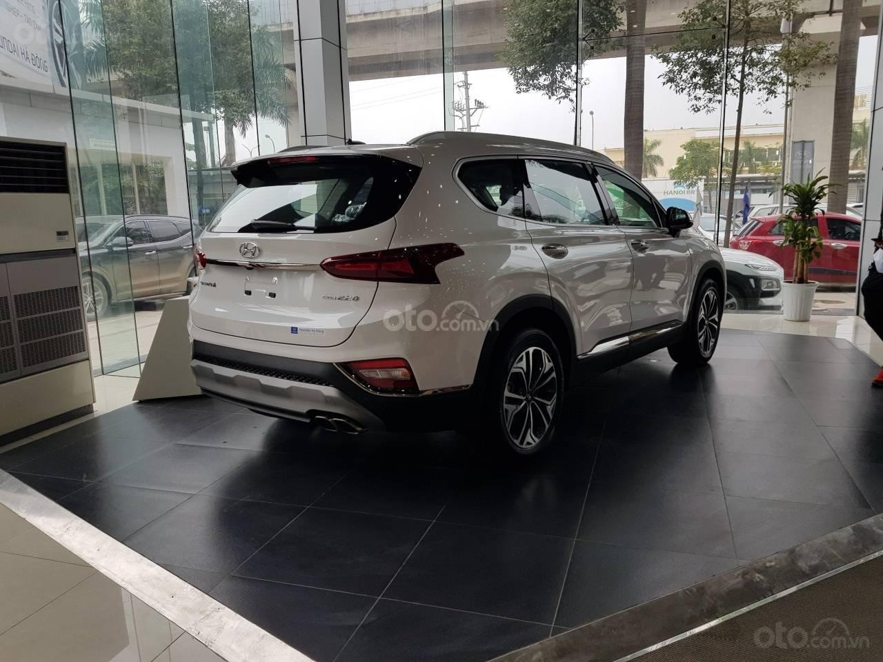 Mẫu Santa Fe 2019 mới nhất - Hyundai Hà Đông. Chỉ với 200tr là lấy xe hỗ trợ trả góp 90%, liên hệ: 0901078111 (7)