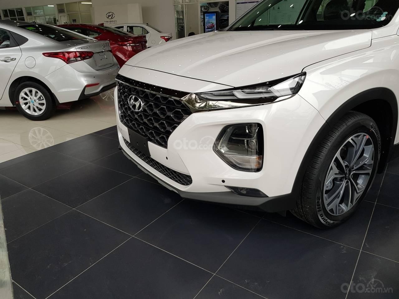 Mẫu Santa Fe 2019 mới nhất - Hyundai Hà Đông. Chỉ với 200tr là lấy xe hỗ trợ trả góp 90%, liên hệ: 0901078111 (2)