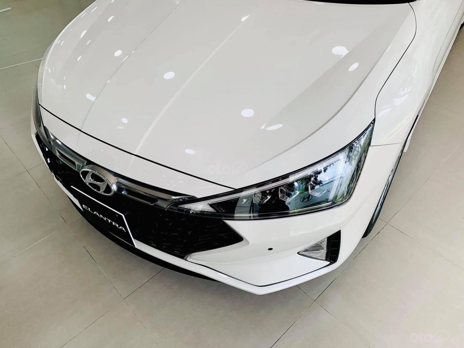 Hyundai Elantra giá cực tốt, nhiều khuyến mãi và quà tặng, hỗ trợ ngân hàng 80% giá xe (4)