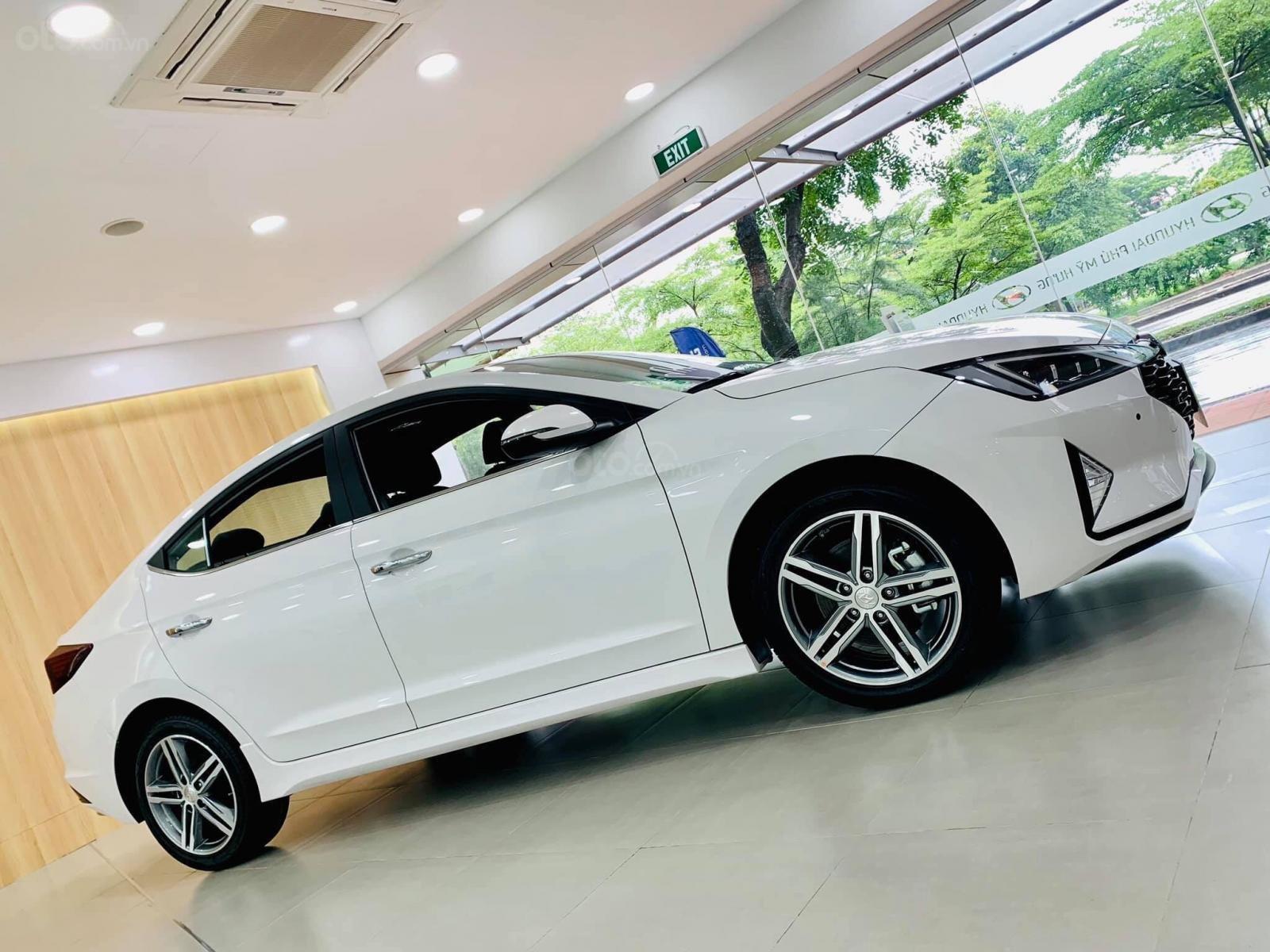 Hyundai Elantra giá cực tốt, nhiều khuyến mãi và quà tặng, hỗ trợ ngân hàng 80% giá xe (6)