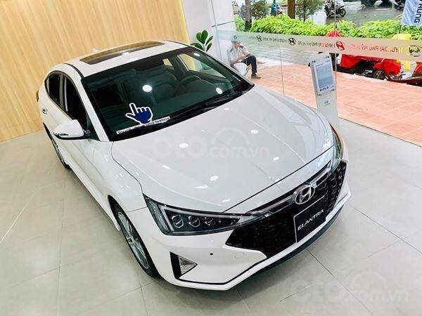 Hyundai Elantra giá cực tốt, nhiều khuyến mãi và quà tặng, hỗ trợ ngân hàng 80% giá xe (8)