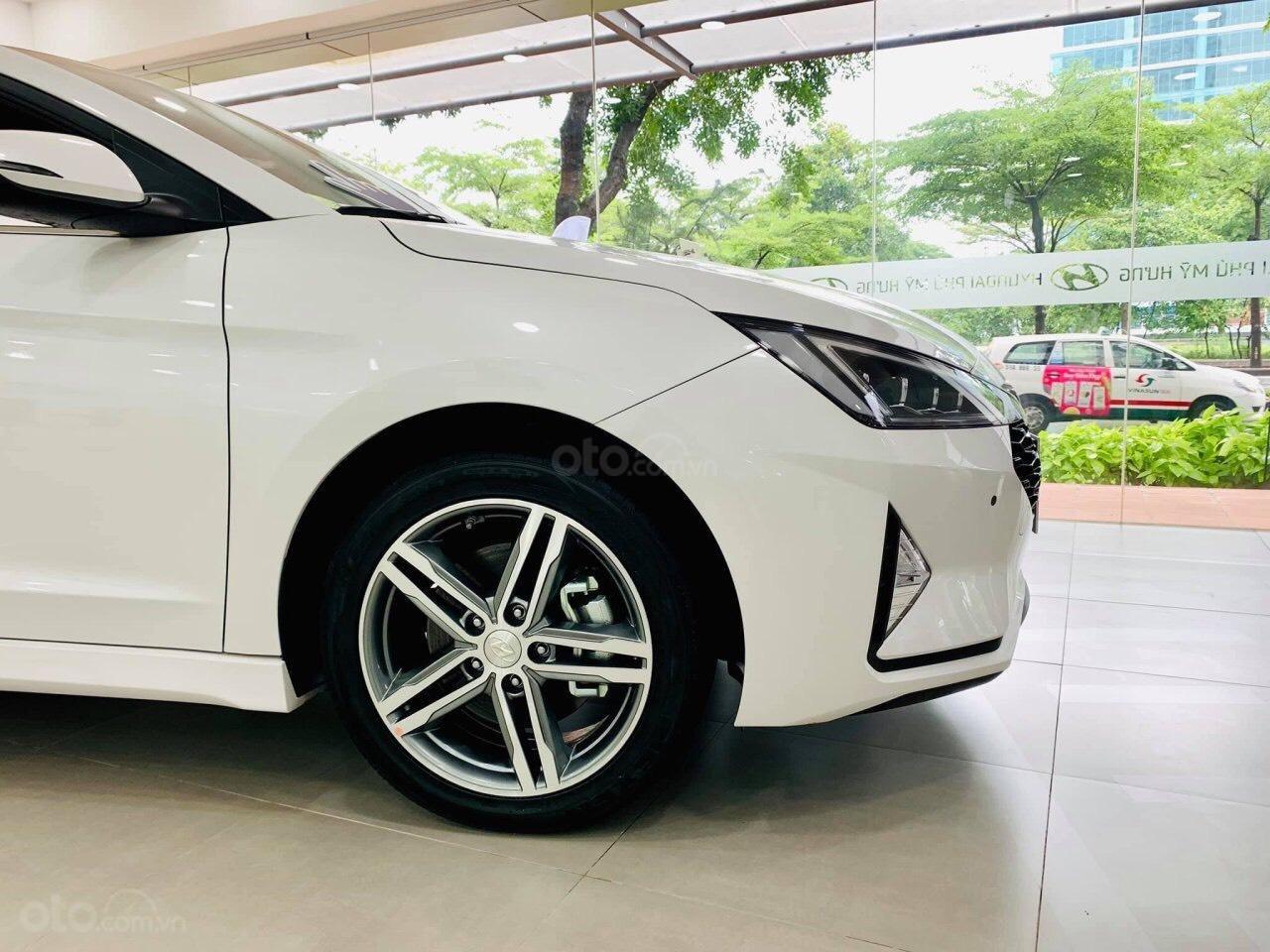 Hyundai Elantra giá cực tốt, nhiều khuyến mãi và quà tặng, hỗ trợ ngân hàng 80% giá xe (10)