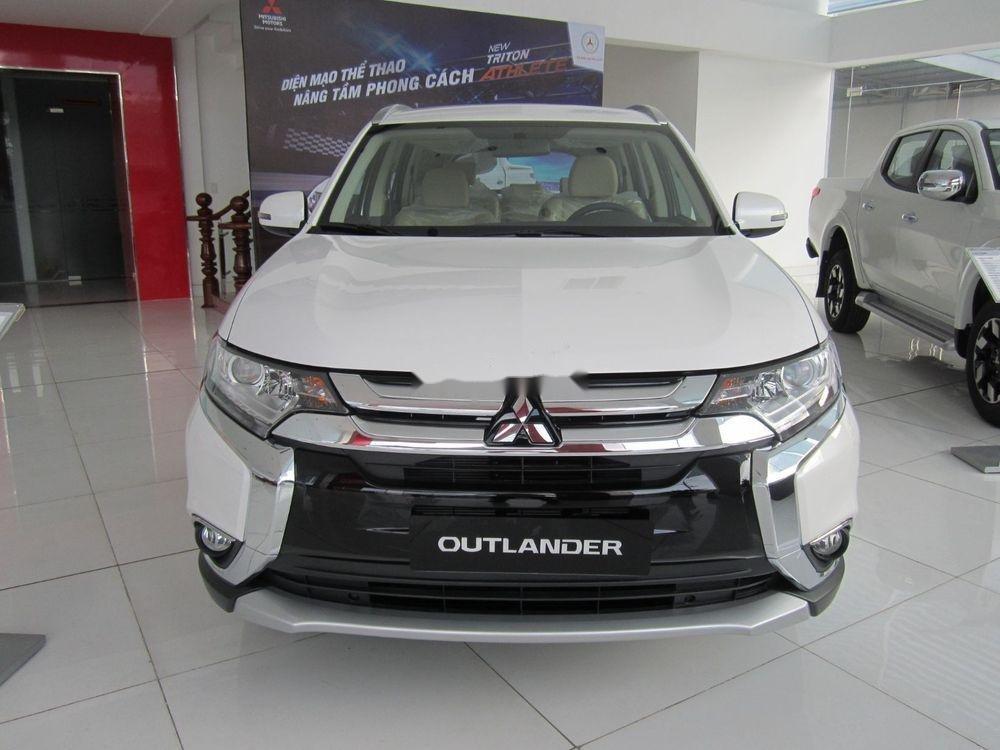 Cần bán xe Mitsubishi Outlander đời 2018, hỗ trợ tốt (1)