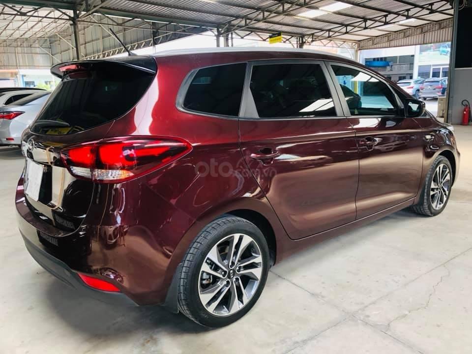Bán ô tô Kia Rondo đời 2018, màu đỏ mận, số sàn, máy xăng, biển SG (2)
