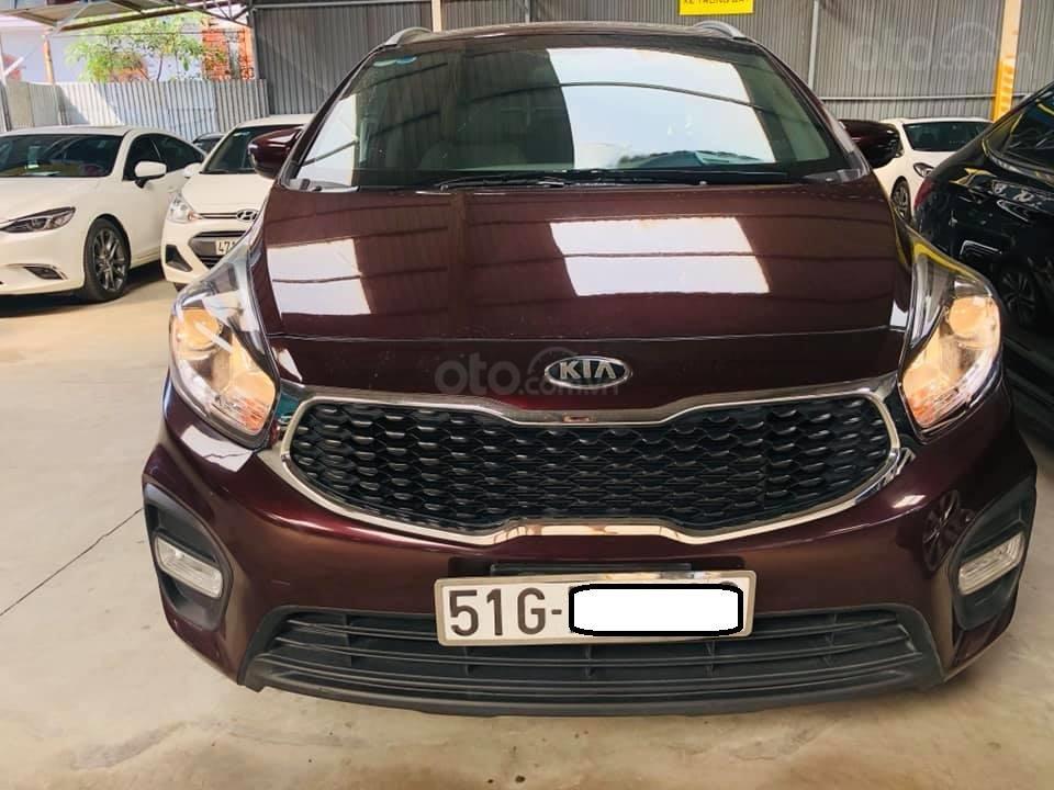 Bán ô tô Kia Rondo đời 2018, màu đỏ mận, số sàn, máy xăng, biển SG (1)