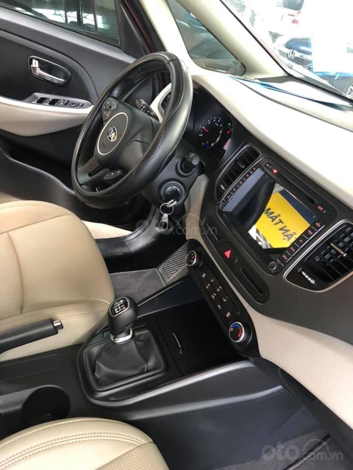 Bán ô tô Kia Rondo đời 2018, màu đỏ mận, số sàn, máy xăng, biển SG (9)