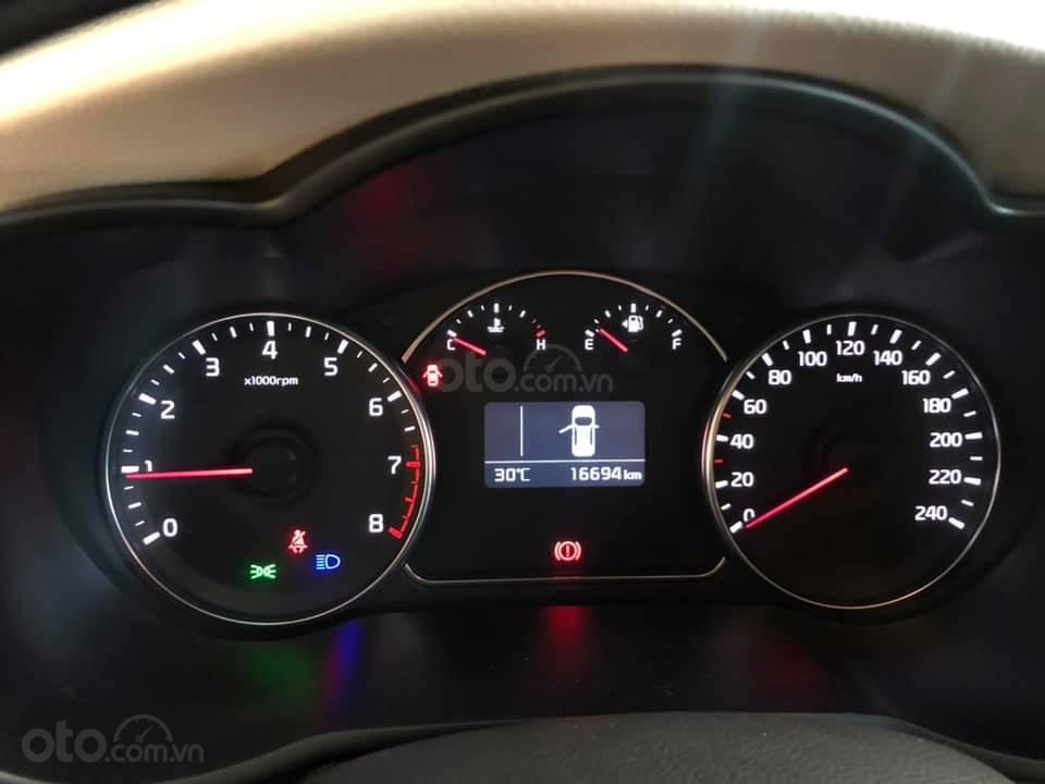 Bán ô tô Kia Rondo đời 2018, màu đỏ mận, số sàn, máy xăng, biển SG (5)