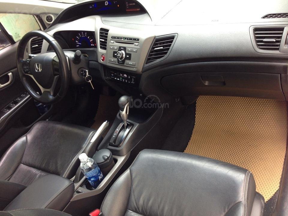 Bán Honda Civic 2.0 tự động 2012, màu trắng cực kỳ trẻ trung (12)