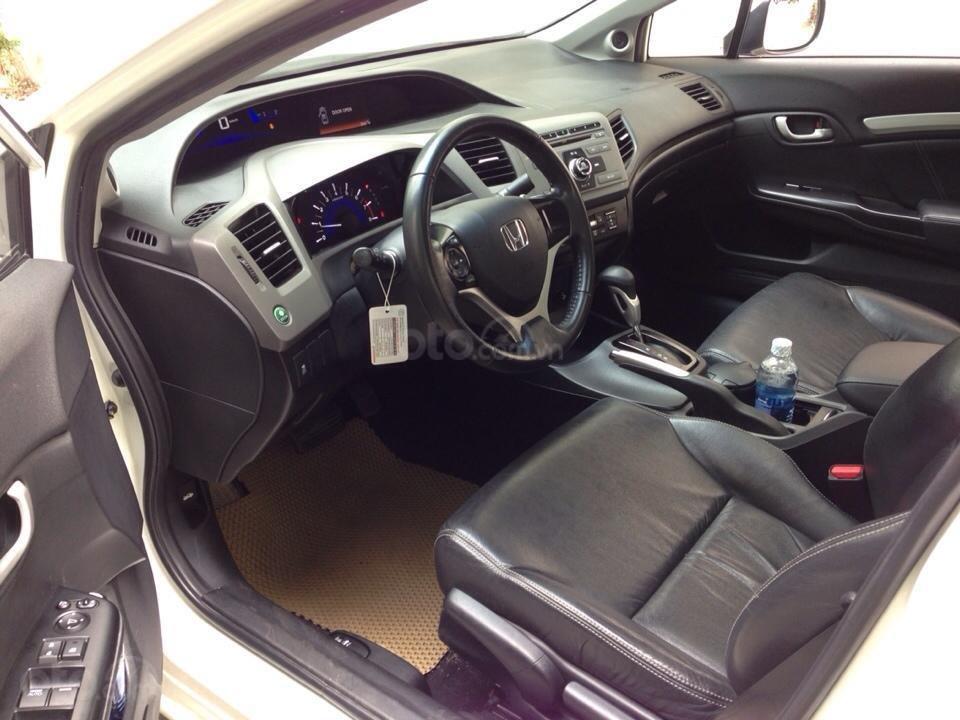 Bán Honda Civic 2.0 tự động 2012, màu trắng cực kỳ trẻ trung (3)