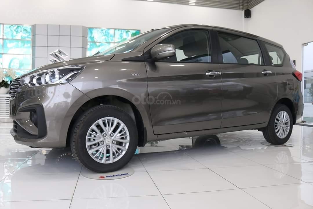 Suzuki Ertiga xe có sẵn giao ngay (1)