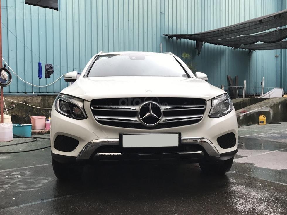 Cần bán Mercedes 250 4Matic đời 2017, màu trắng, nội thất nâu giá tốt (1)