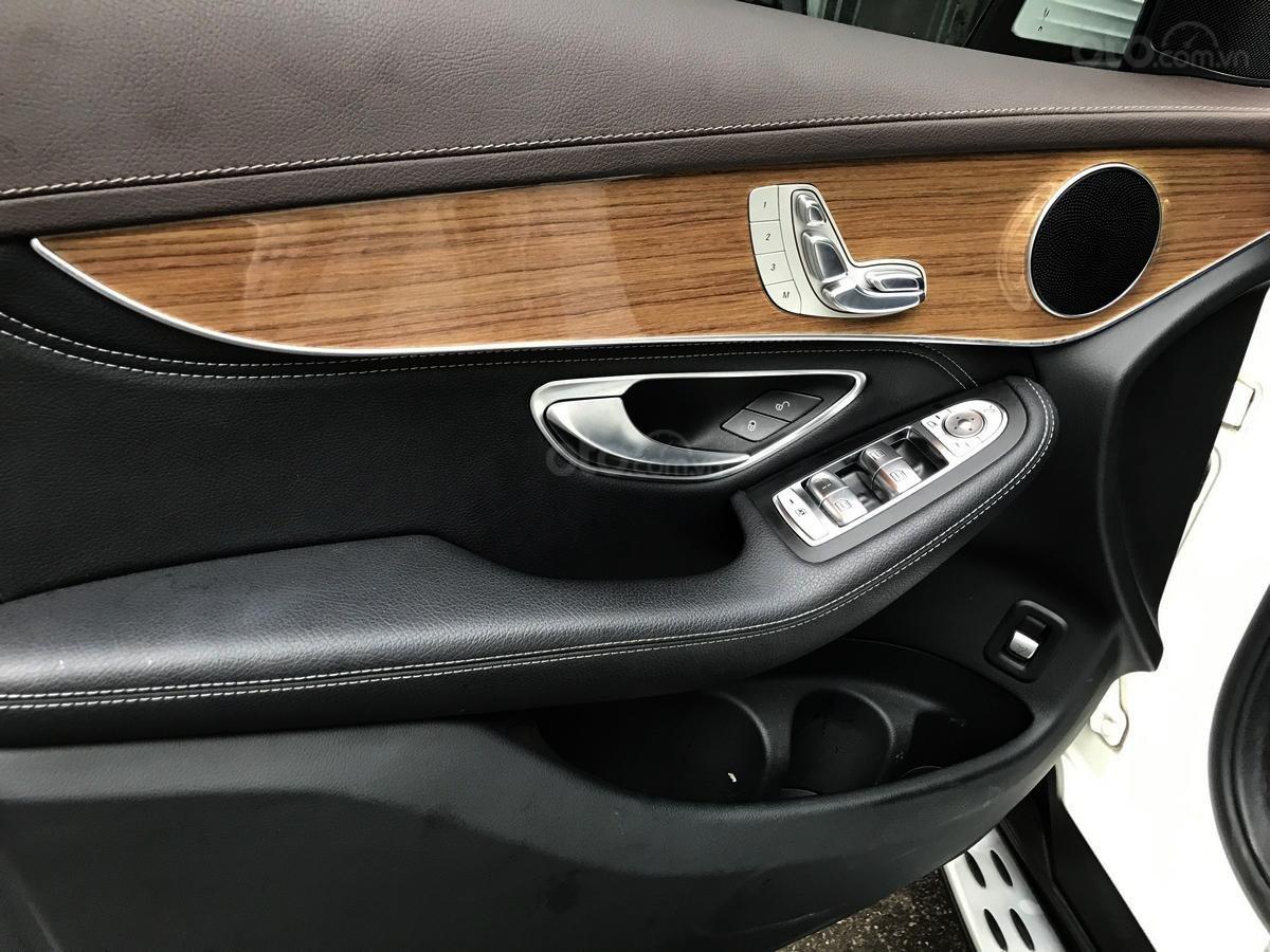 Cần bán Mercedes 250 4Matic đời 2017, màu trắng, nội thất nâu giá tốt (6)