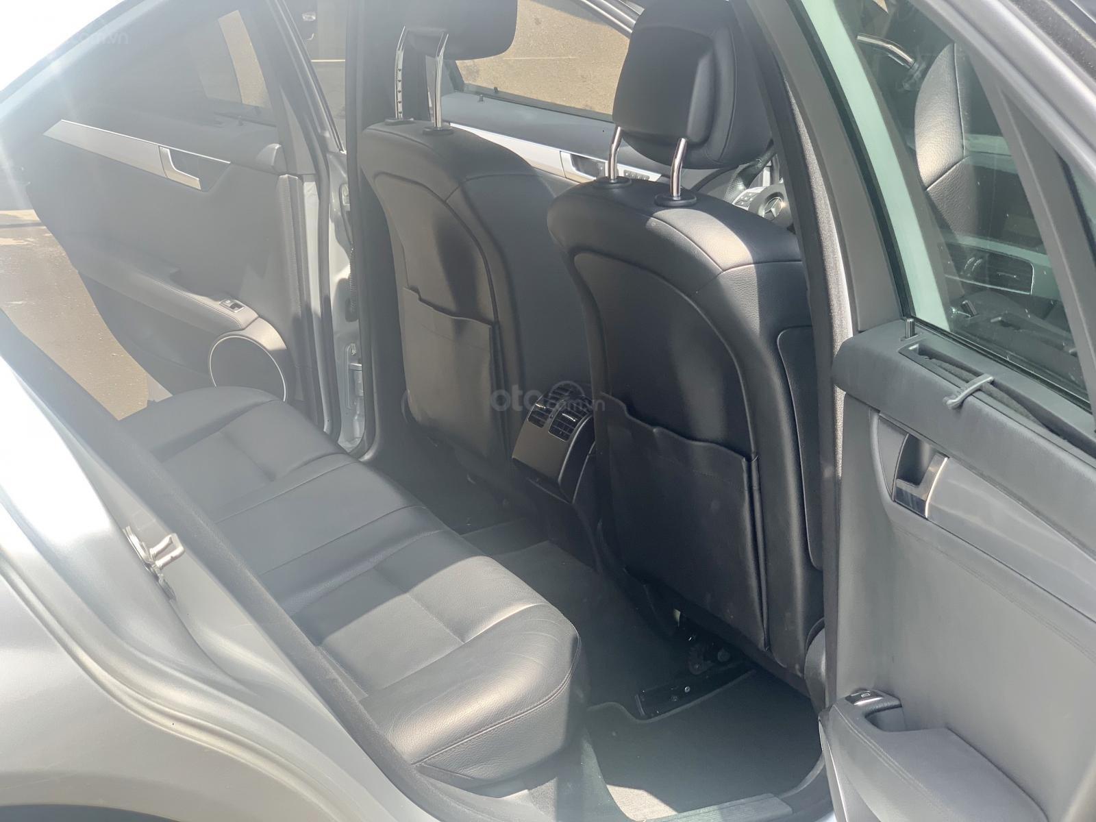 Hãng bán Mercedes C300 AMG 2011, màu bạc, đúng chất, biển TP, giá TL, hỗ trợ góp (5)