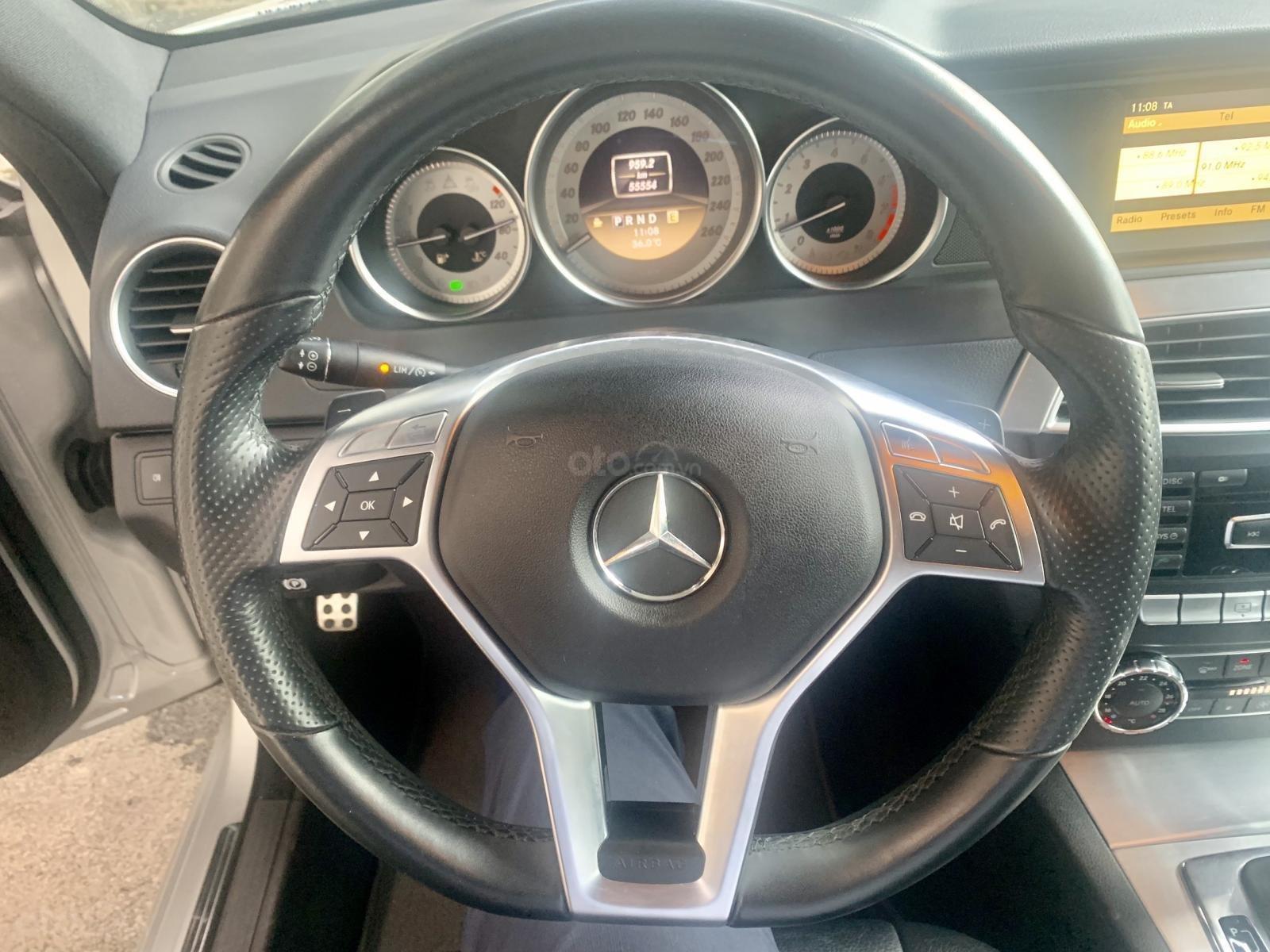 Hãng bán Mercedes C300 AMG 2011, màu bạc, đúng chất, biển TP, giá TL, hỗ trợ góp (10)