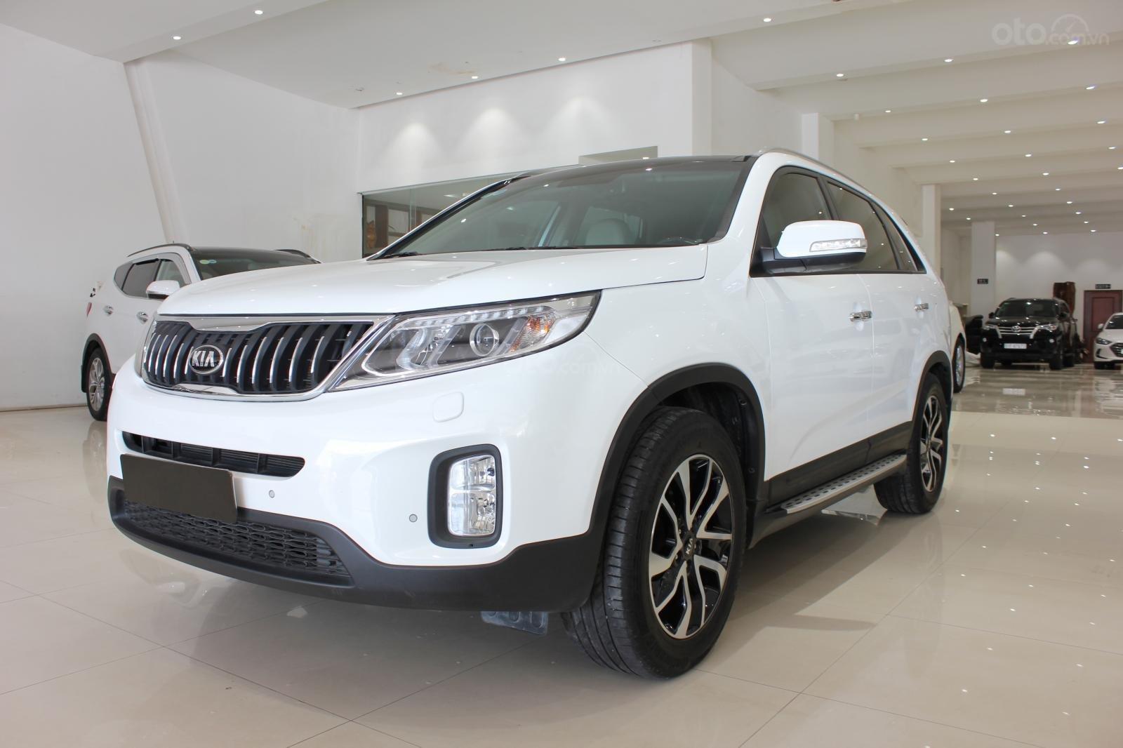 Bán xe Kia Sorento GATH 2.4AT SX 2019, màu trắng, xe đẹp, biển SG 9 nút, giá TL (2)