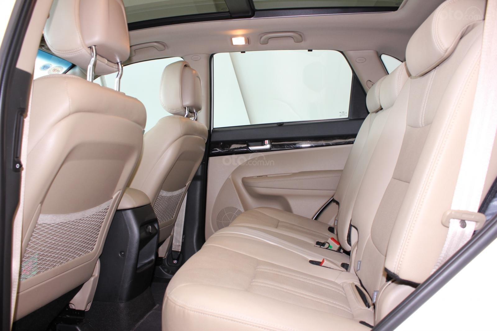 Bán xe Kia Sorento GATH 2.4AT SX 2019, màu trắng, xe đẹp, biển SG 9 nút, giá TL (9)