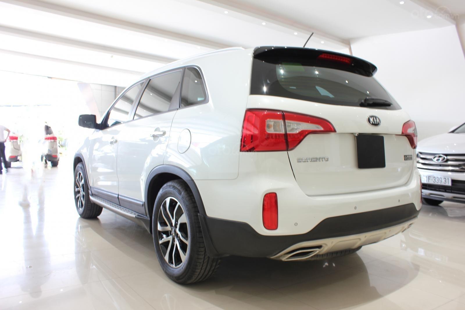 Bán xe Kia Sorento GATH 2.4AT SX 2019, màu trắng, xe đẹp, biển SG 9 nút, giá TL (10)