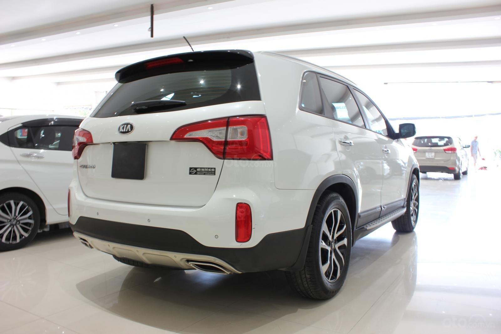 Bán xe Kia Sorento GATH 2.4AT SX 2019, màu trắng, xe đẹp, biển SG 9 nút, giá TL (11)