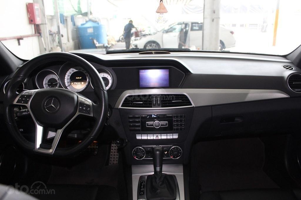 Bán Mercedes C300 AMG 3.0AT 2011, xe đẹp chất (9)