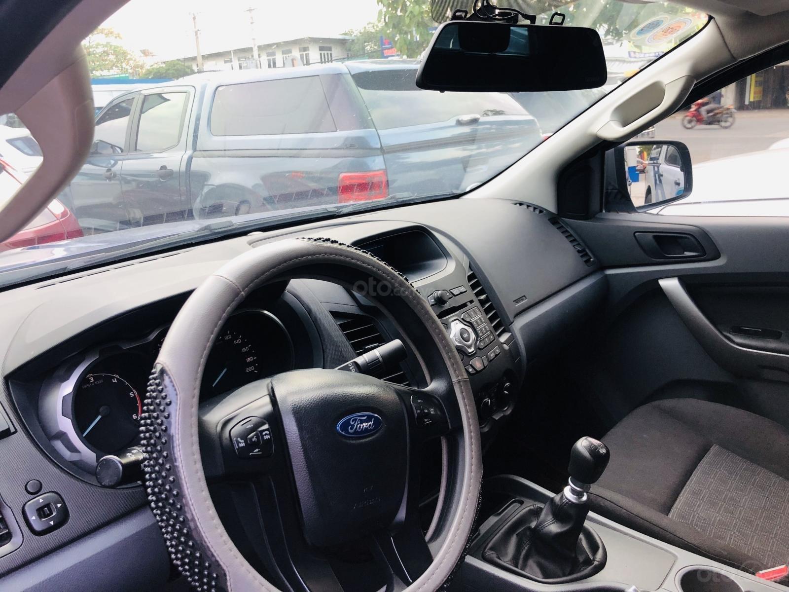 Cần bán lại xe Ford Ranger năm 2017, màu xanh lam mới 95% giá chỉ 563 triệu đồng (4)