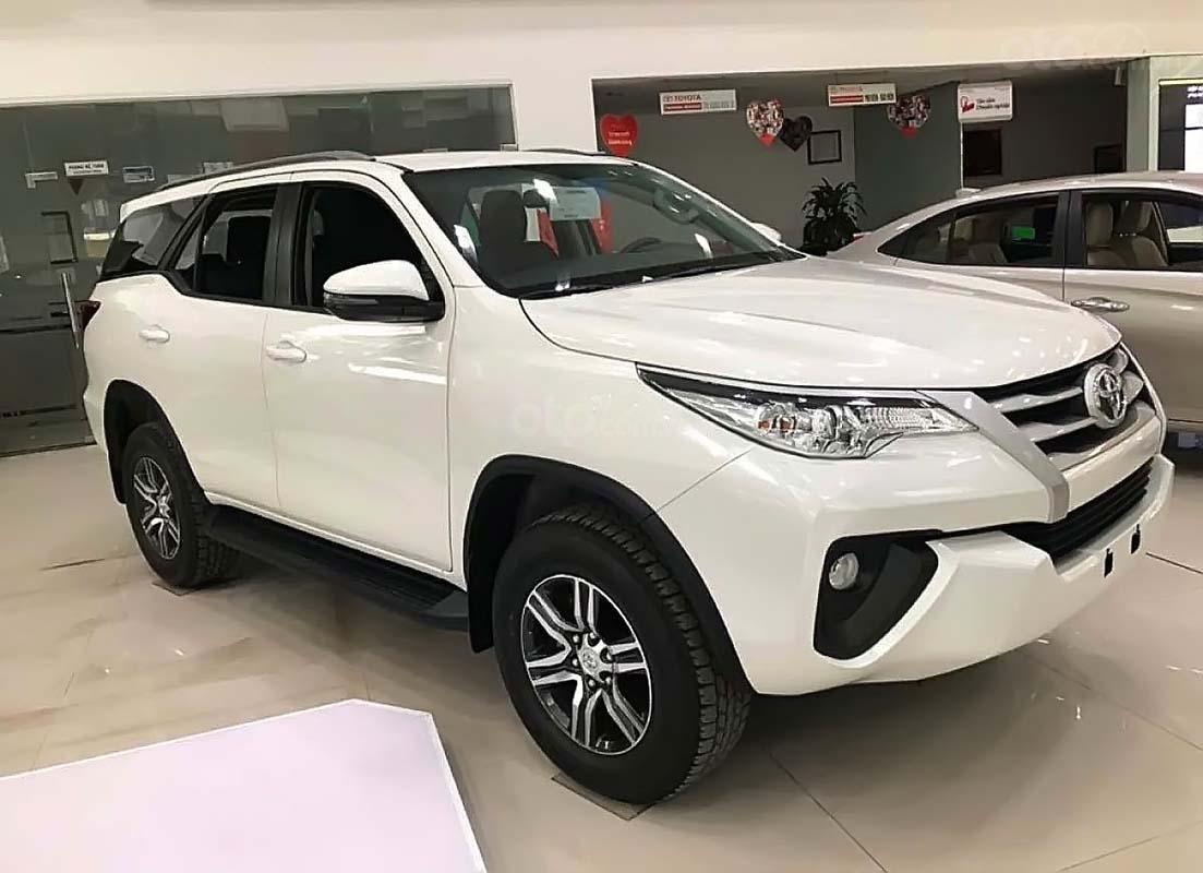 Toyota Hà Đông bán Toyota Fortuner năm 2019, màu bạc (1)