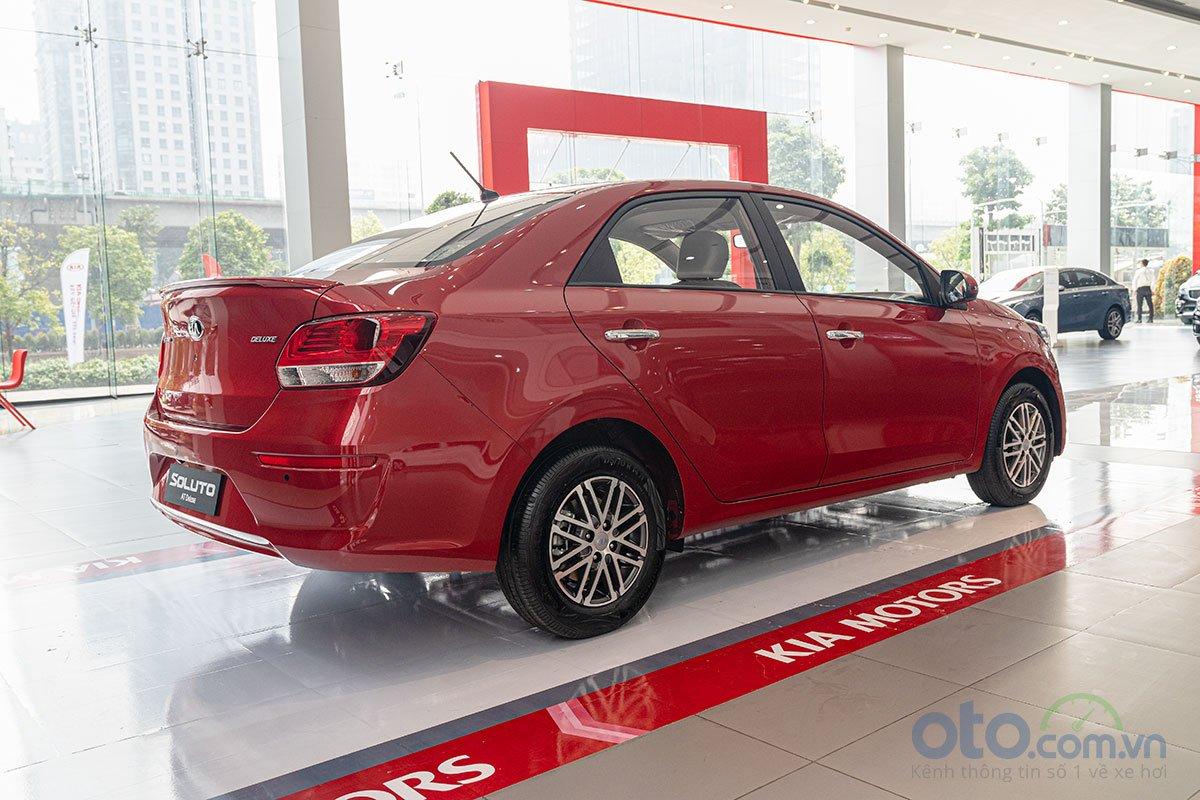 So sánh xe Kia Soluto 2019 và Mazda 2 2019 về thiết kế đuôi xe - Ảnh 2.