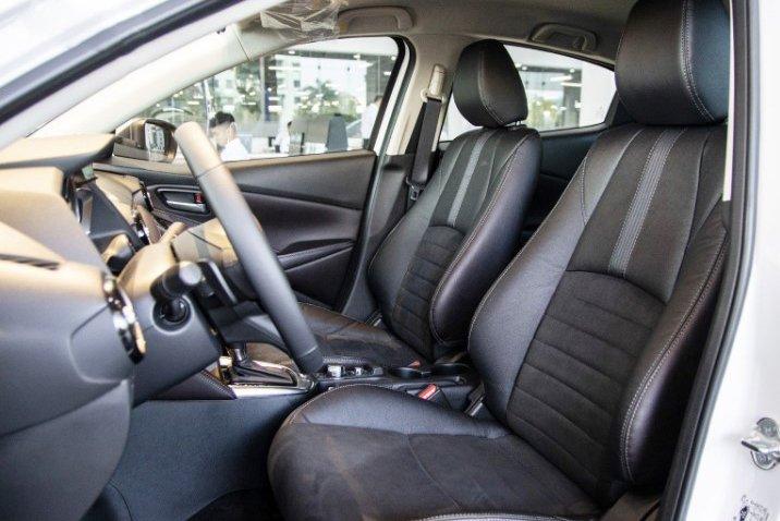 So sánh xe Kia Soluto 2019 và Mazda 2 2019 về thiết kế ghế ngồi - Ảnh 1.