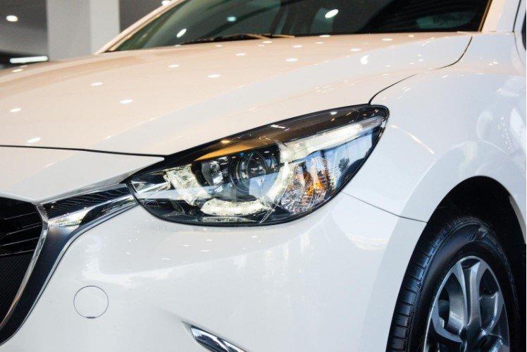 So sánh xe Kia Soluto 2019 và Mazda 2 2019 về thiết kế đầu xe - Ảnh 3.