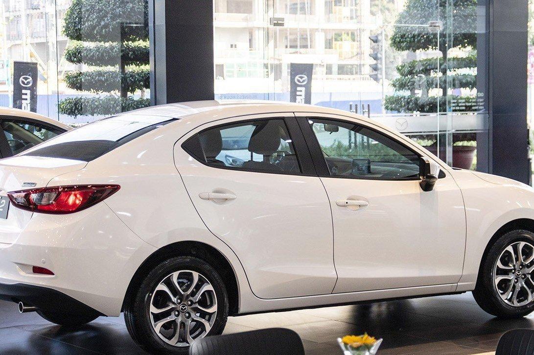 So sánh xe Kia Soluto 2019 và Mazda 2 2019 về thiết kế thân xe - Ảnh 1.