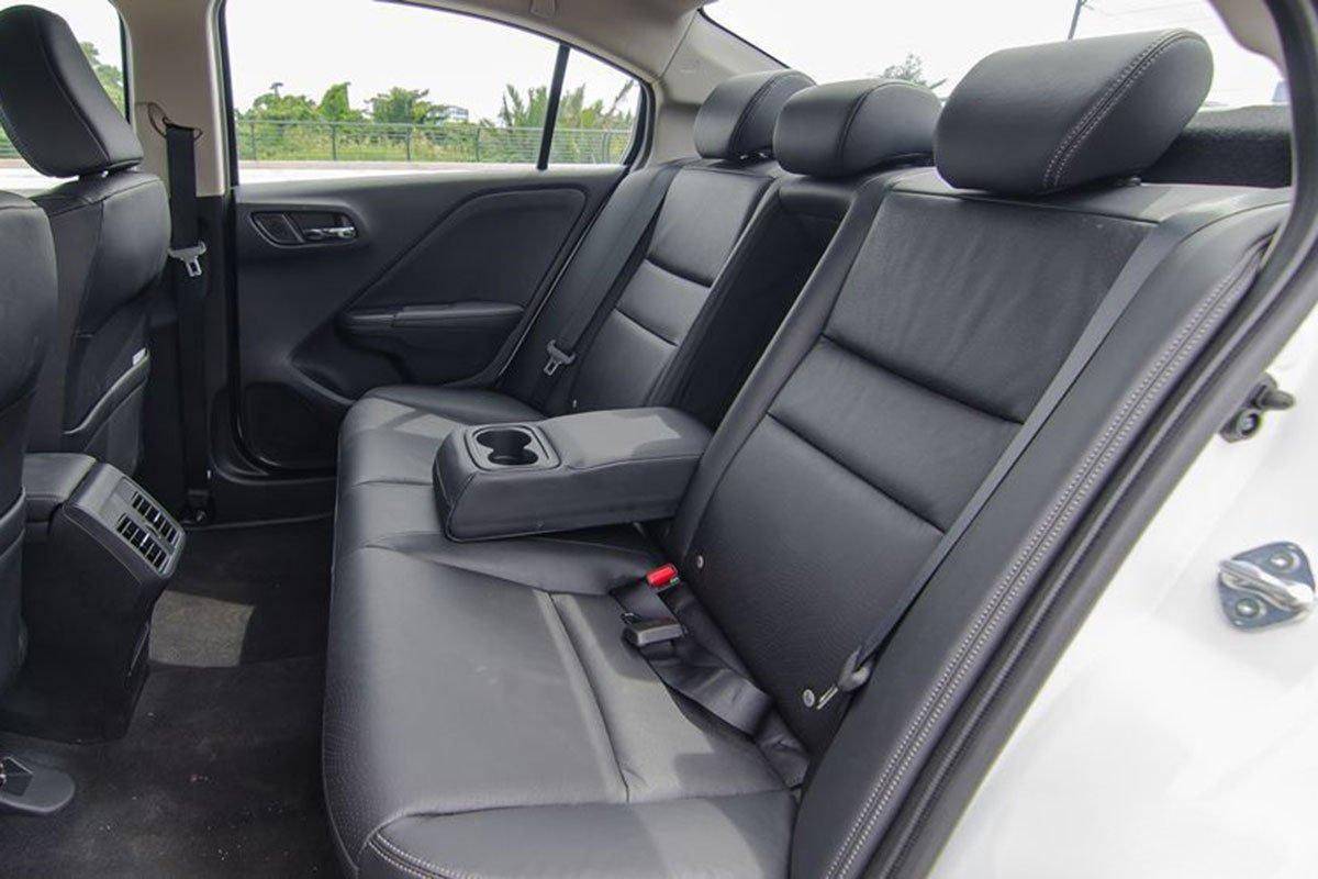 So sánh xe Kia Soluto 2019 với Honda City 2019 a23