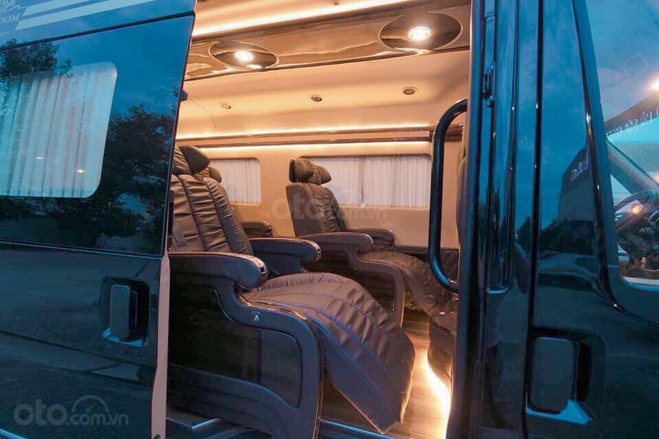 Bán Ford Transit Limousine, khuyến mãi khủng trong tháng, xe có sẵn giao ngay, hỗ trợ vay ngân hàng 80% (3)