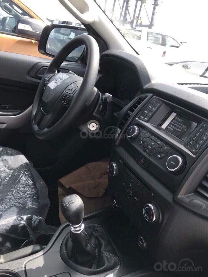 Cần bán xe Ford Ranger XLS 4x4 6AT năm 2019, màu trắng, nhập khẩu  (4)
