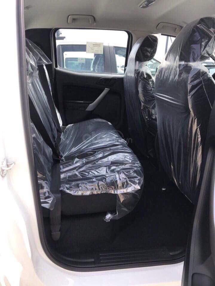 Cần bán xe Ford Ranger XLS 4x4 6AT năm 2019, màu trắng, nhập khẩu  (3)