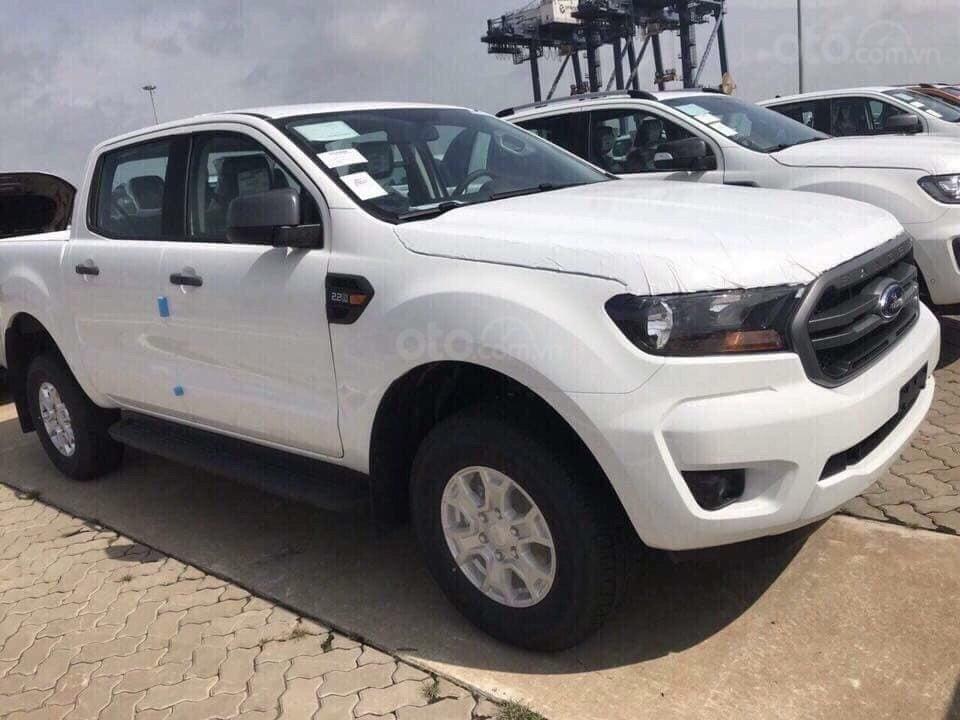 Cần bán xe Ford Ranger XLS 4x4 6AT năm 2019, màu trắng, nhập khẩu  (1)