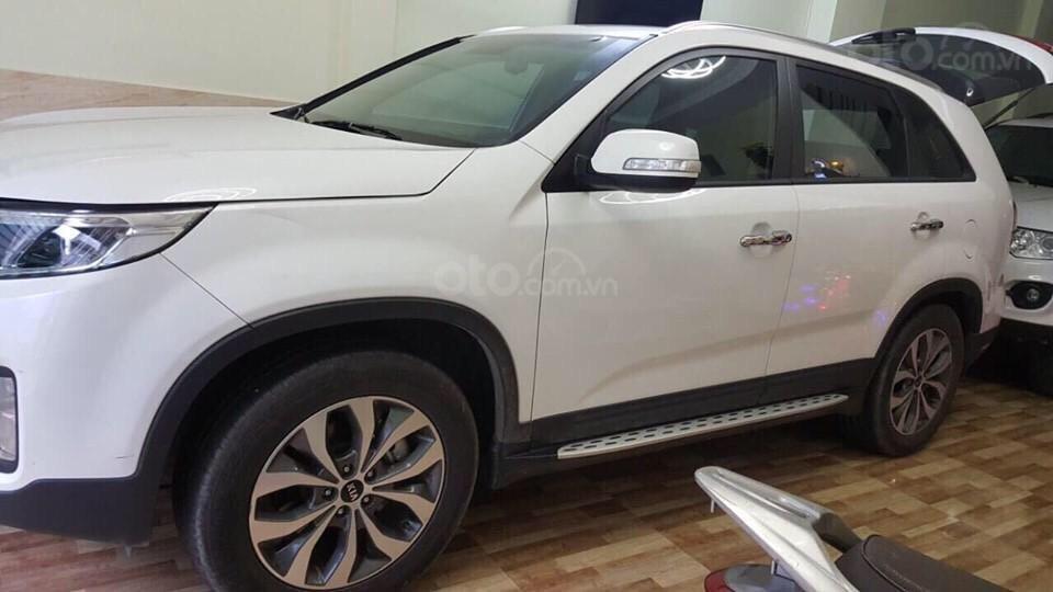 Cần bán gấp Kia Sorento sản xuất 2017, màu trắng giá cạnh tranh (3)